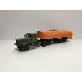 КрАЗ-258Б1 с полуприцепом-цистерной ТЗ-22 (хаки-оранжевый) Производитель: Автоистория (АИСТ)